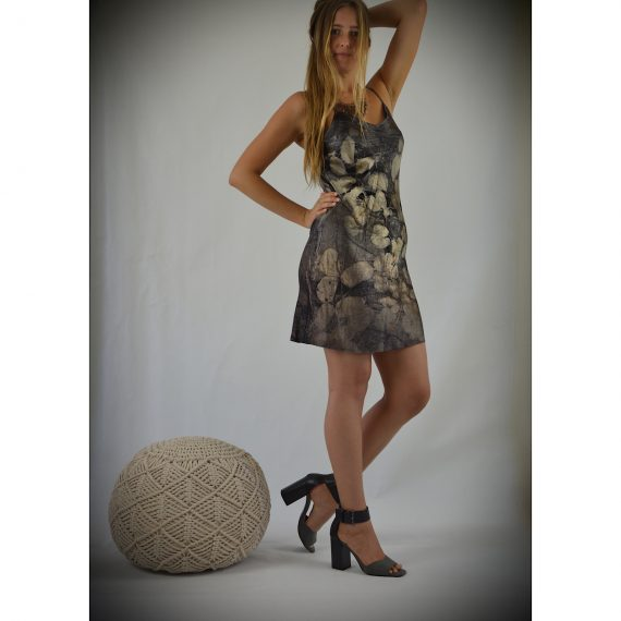 This is the style, this dress has sold , the one very simular in size eight is in first photo